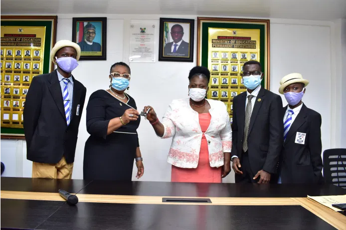 Lagos wins presidential award as overall best public school